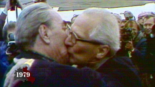 Bruderkuss zwischen Breschnew und Honecker